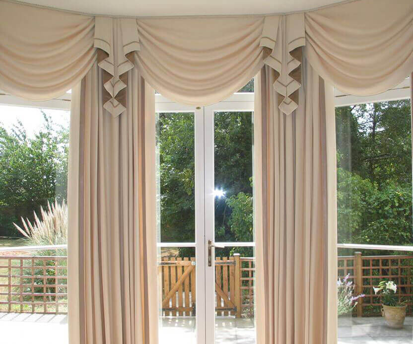 Curtain tails